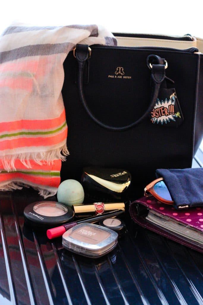 langstrecken flug gepäck handtasche