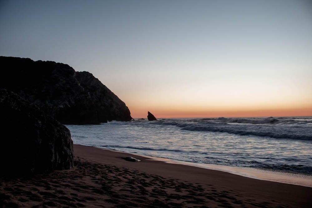 praia da adraga portugal sonnenuntergang strand