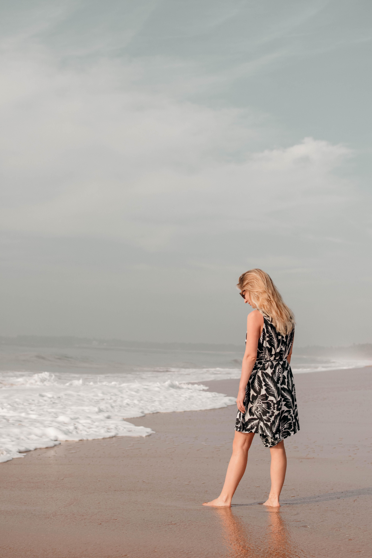 Blonde Frau in Ranna am Beach, Sri Lanka