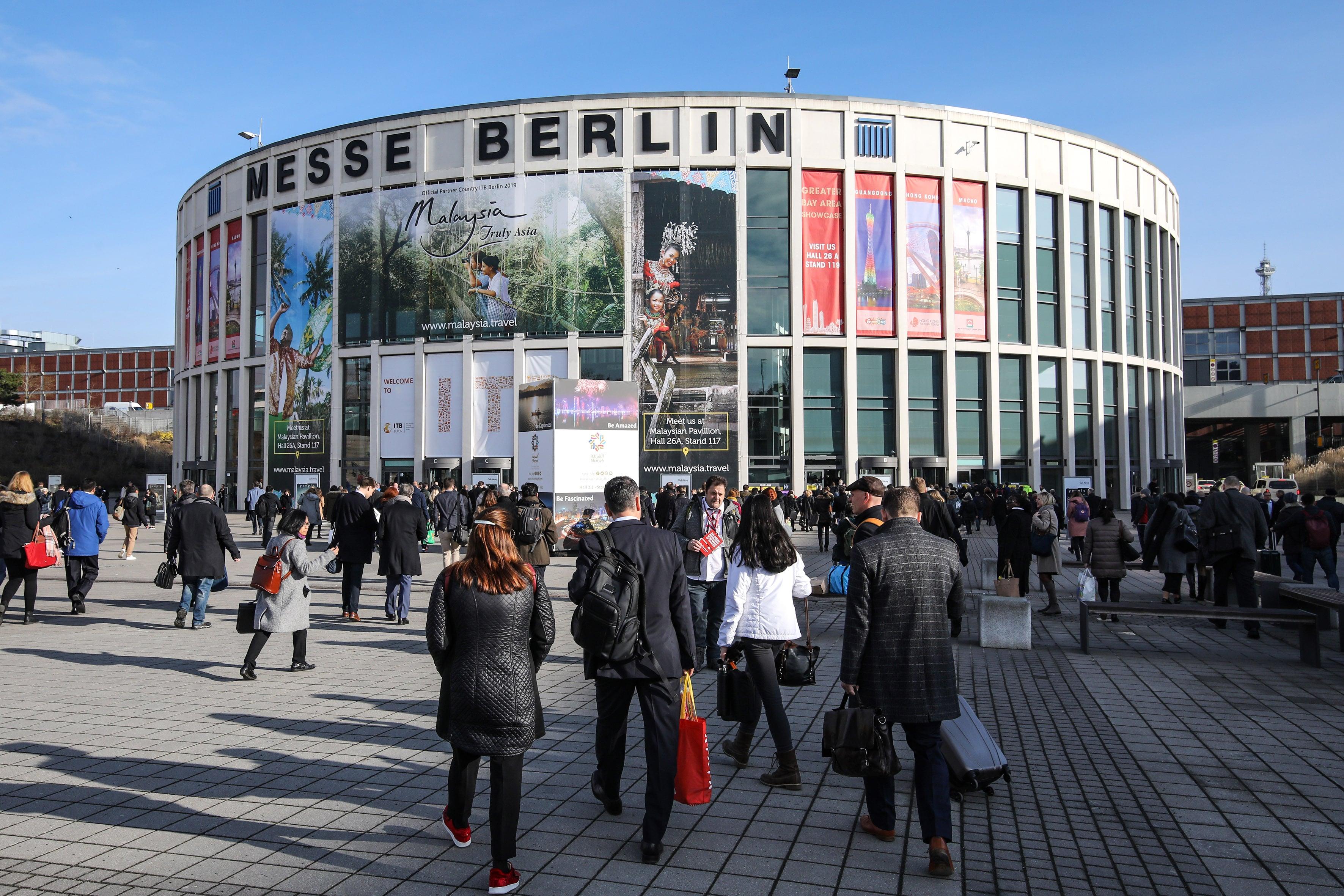 als blogger und influencer auf der itb berlin messe eingang sued