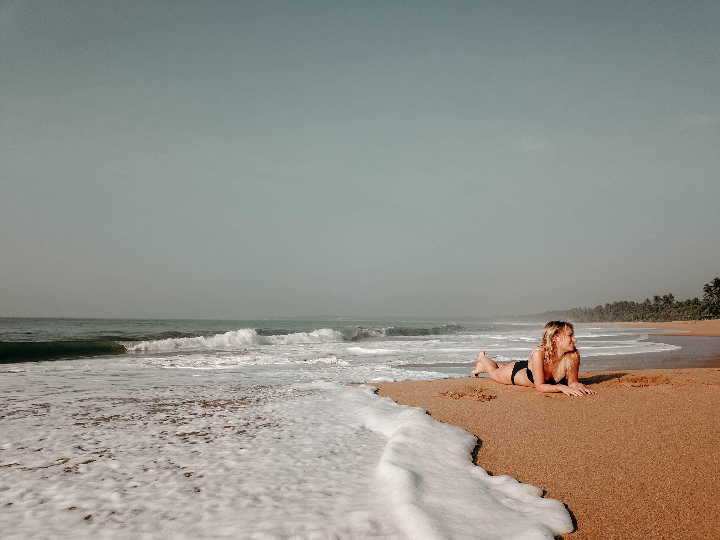 Fotografieren und filmen mit der Drohne strand beach frau