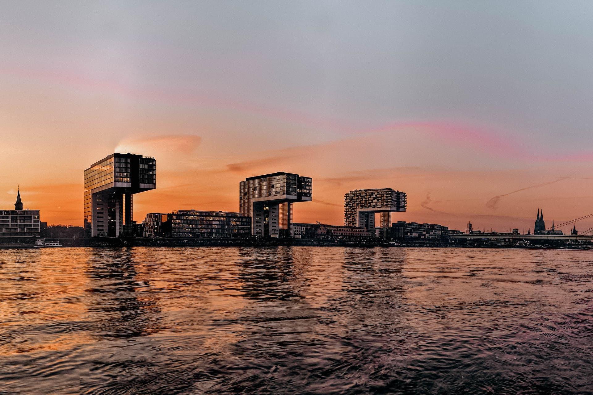 köln kranhäuser rheinauhafen sonnenuntergang