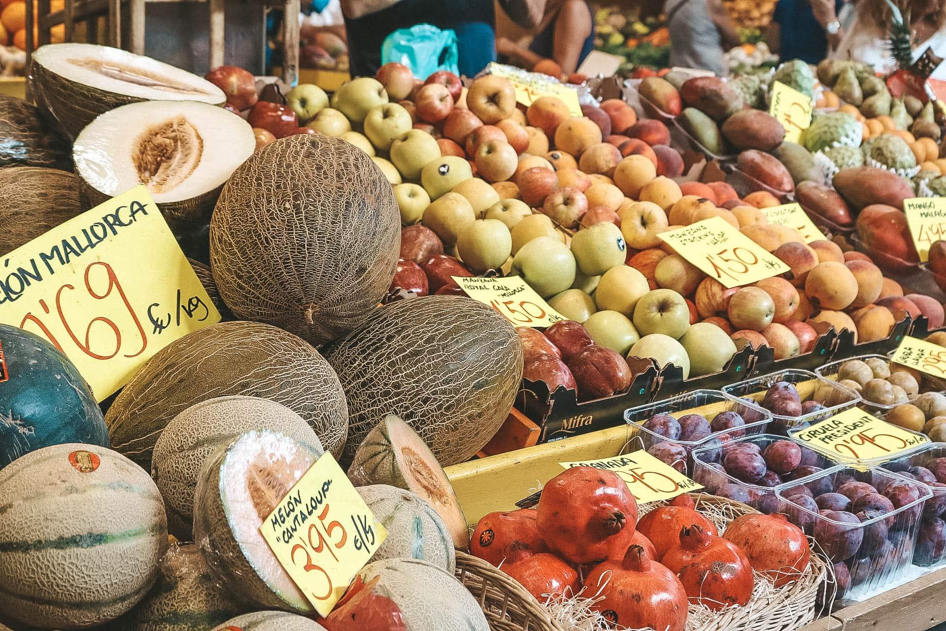 obst auf markt in santa maria del cami in mallorca