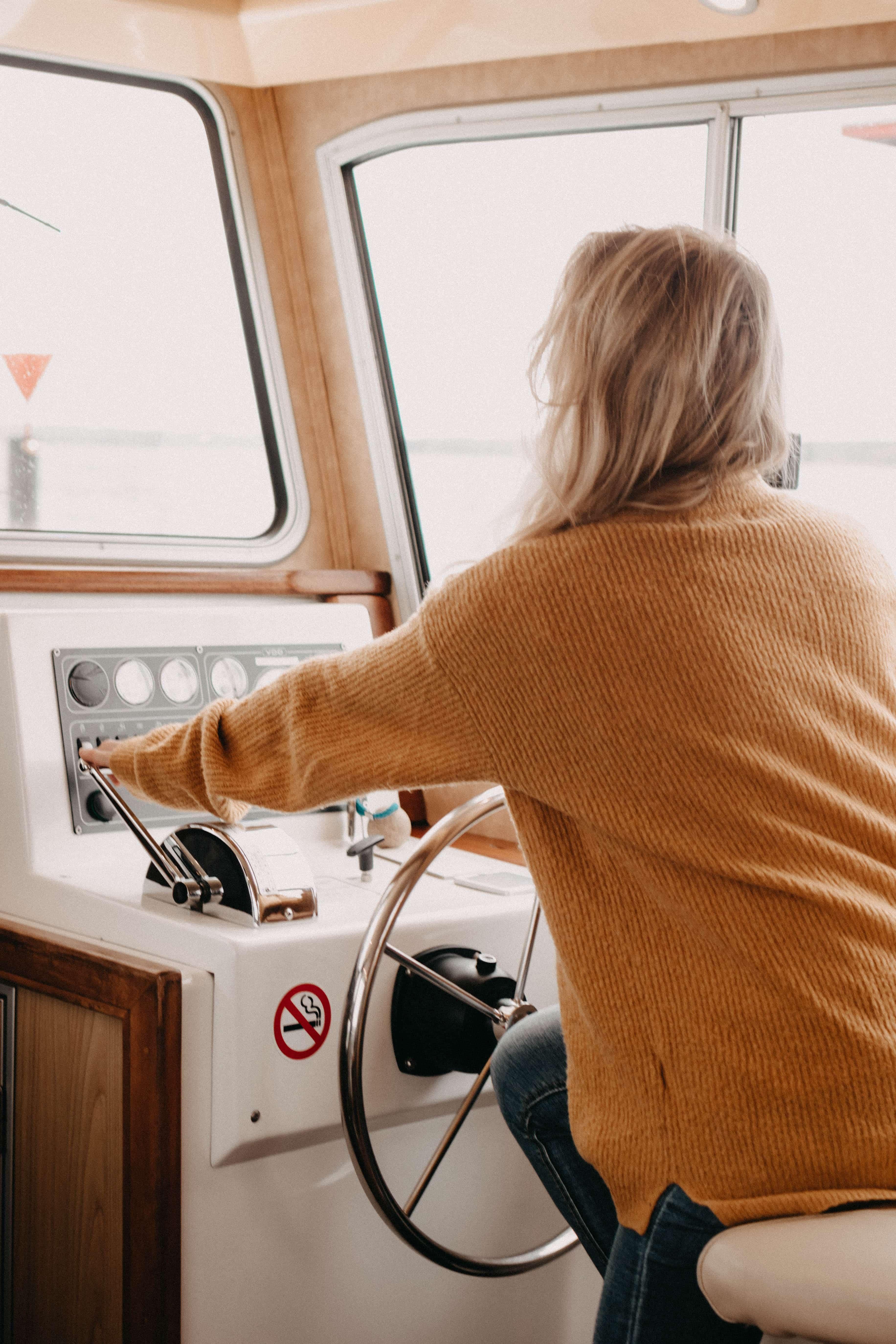 hausboot fahren auf dem flesensee