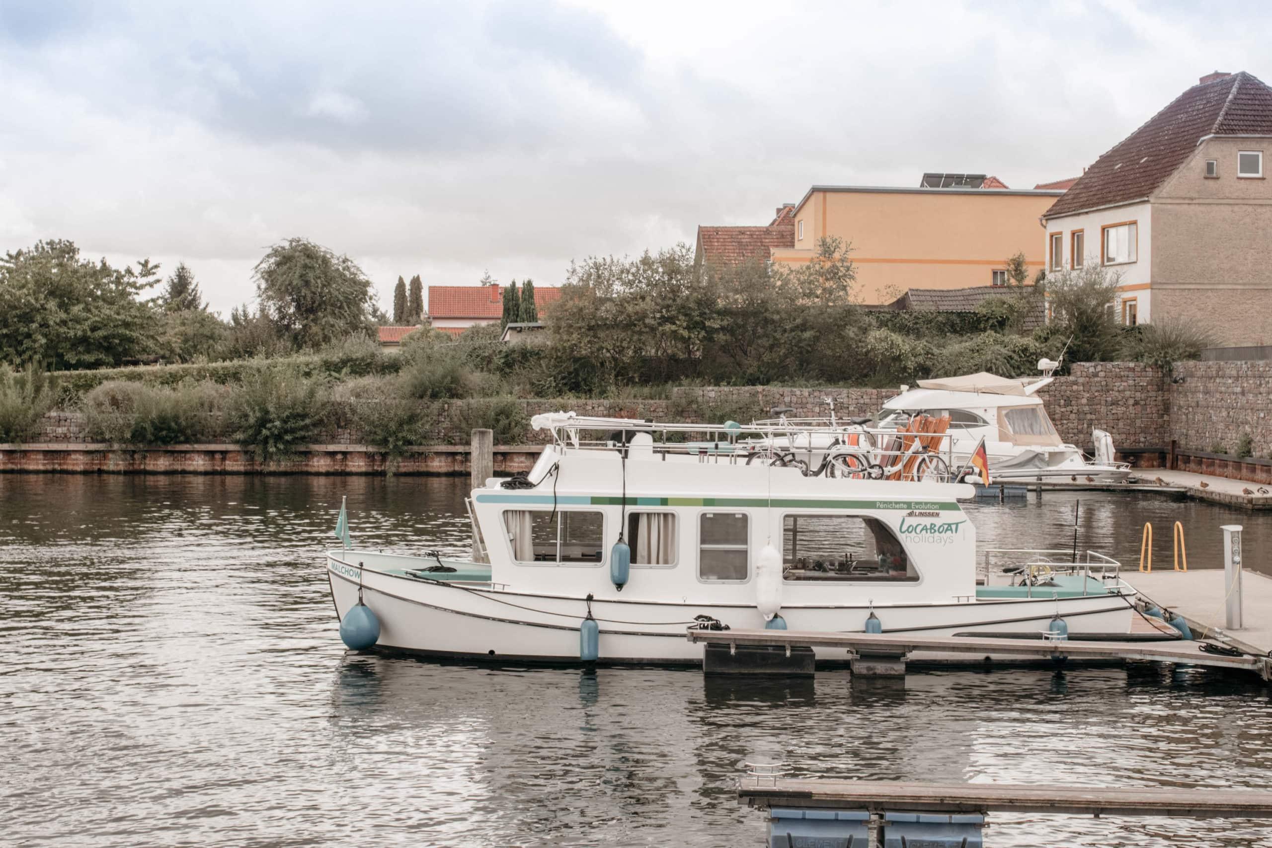 mit dem hausboot ueber die mecklenburgische seenplatte