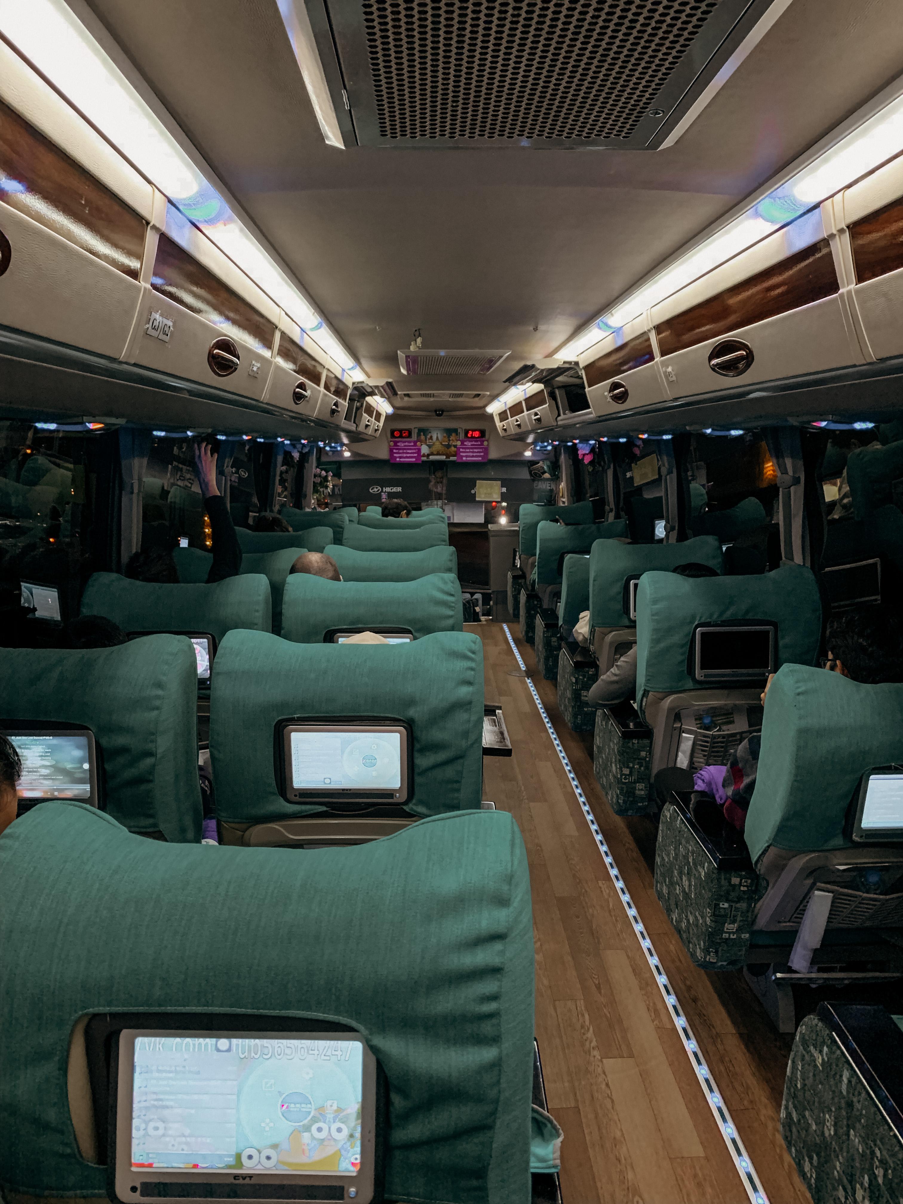 jj express bus myanmar von innen