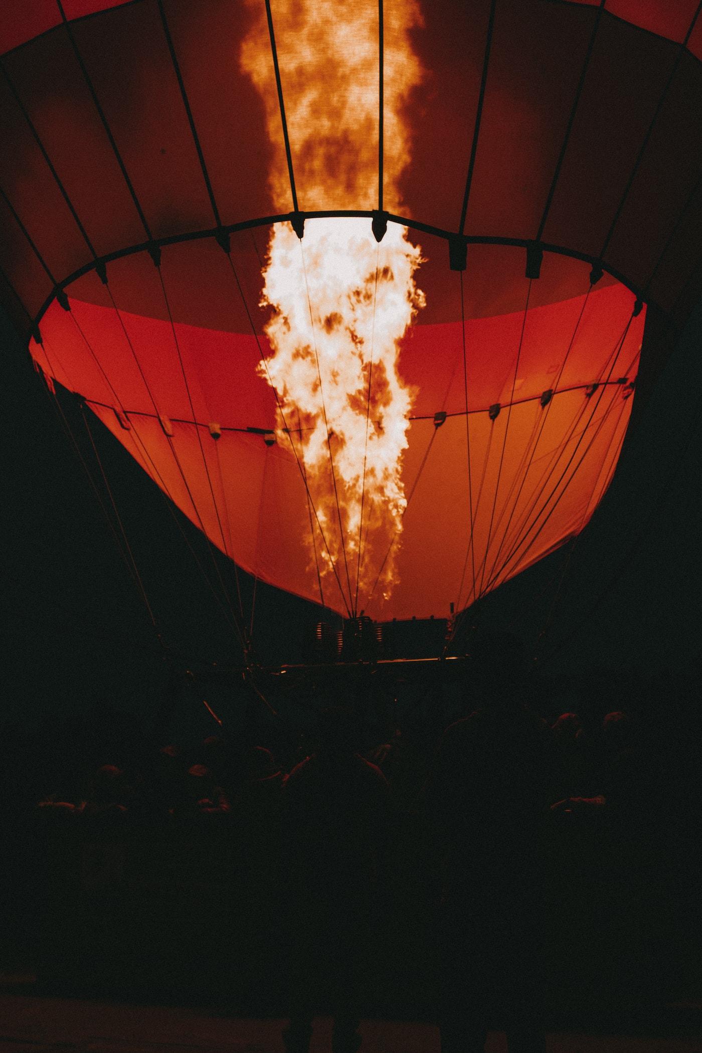 Heißluftballon mit Feuer