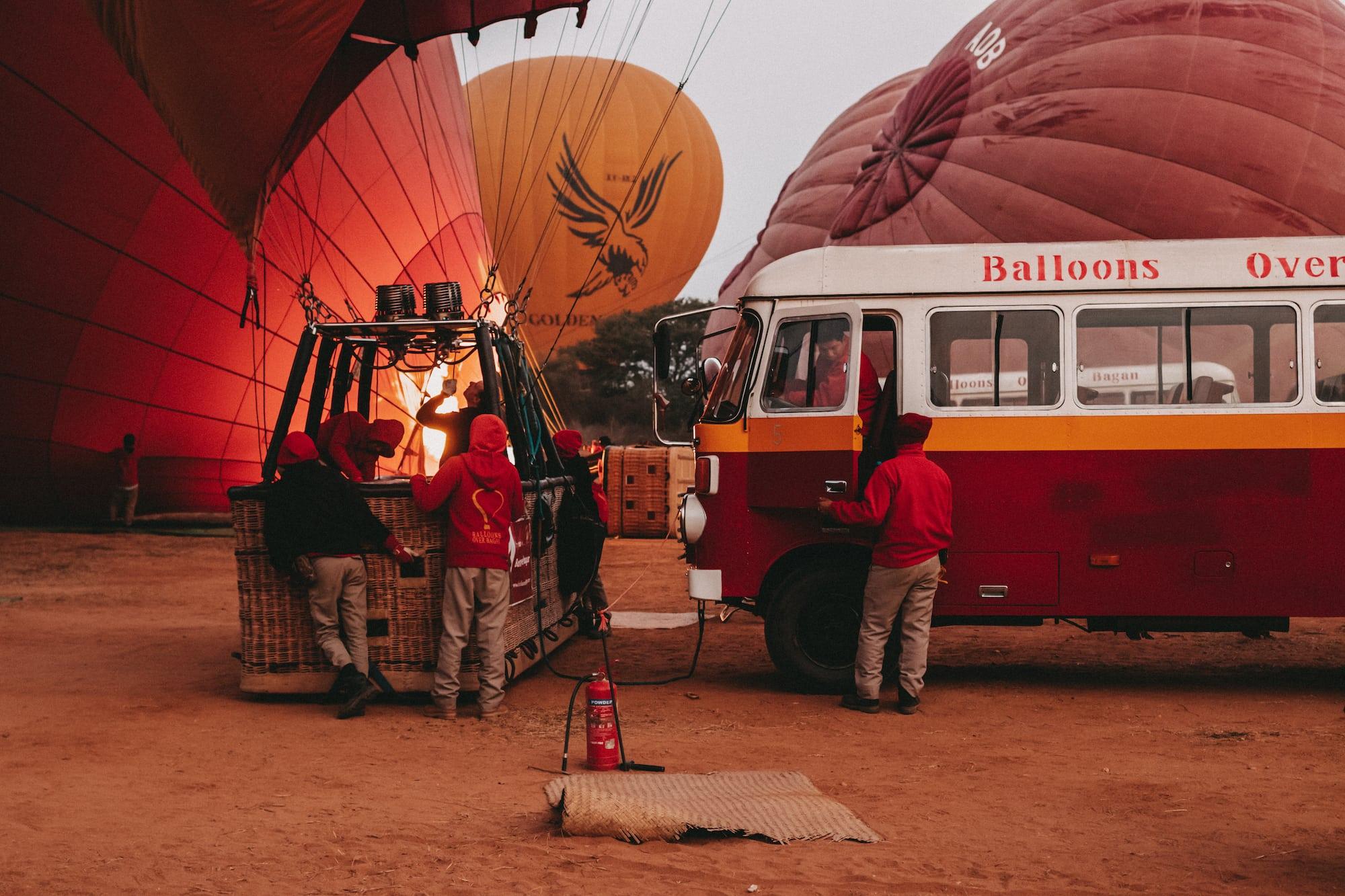 Vorbereitung Ballonfahrt über Bagan
