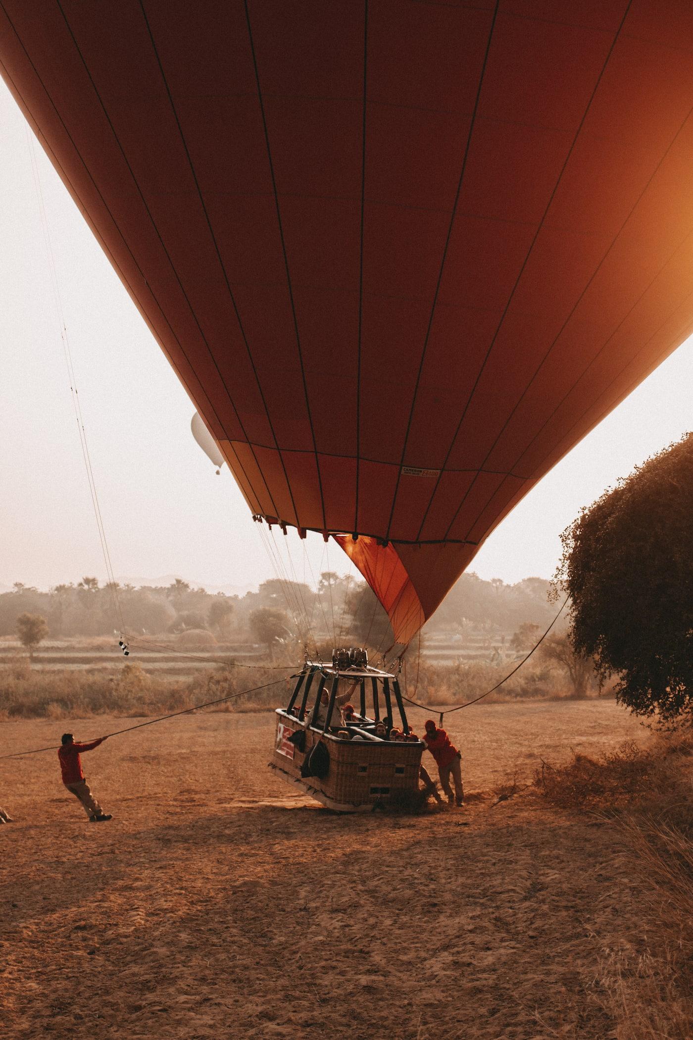 Heißluftballon Bagan Landung