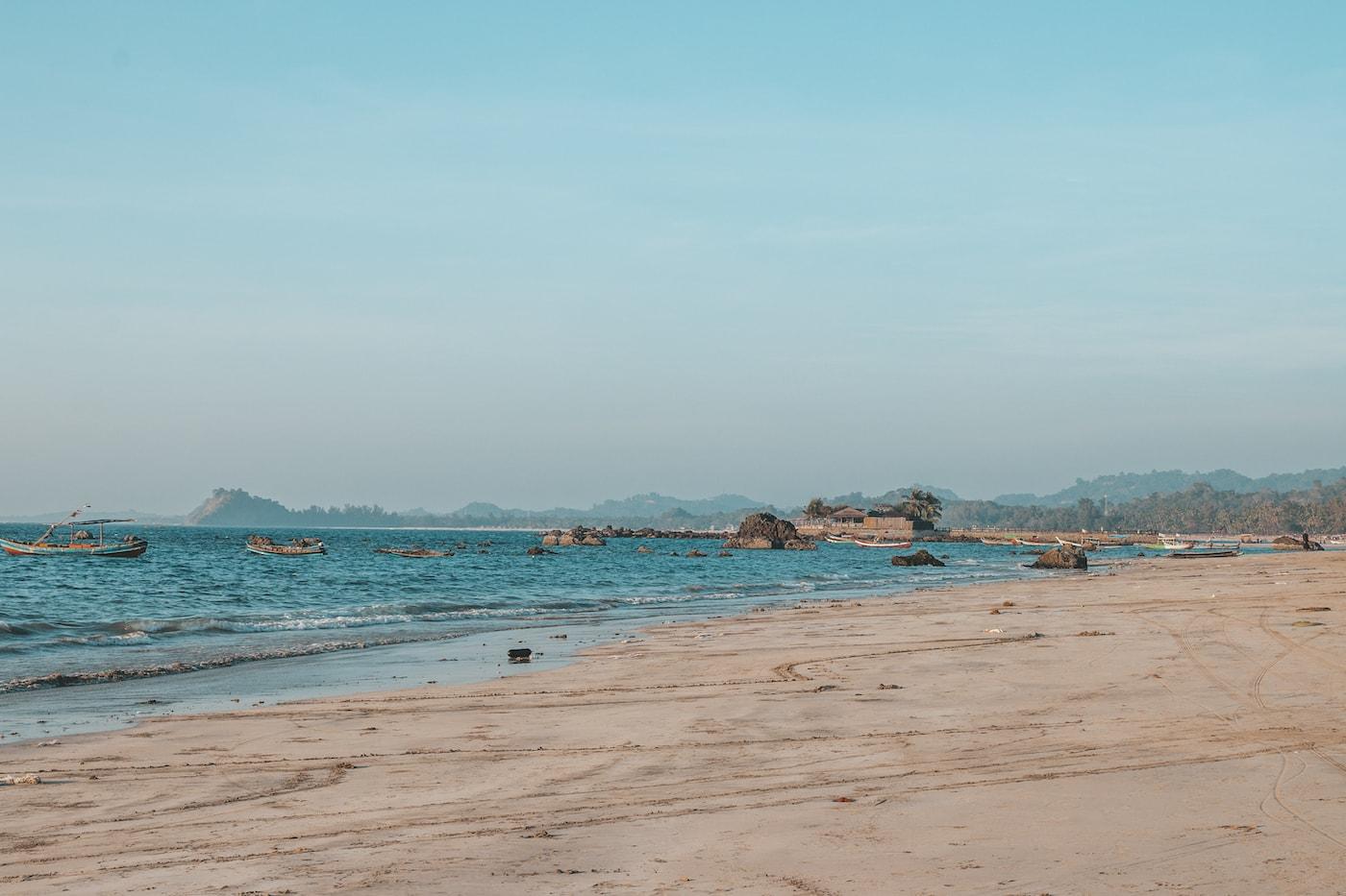 ngapali beach fischerdorf strand