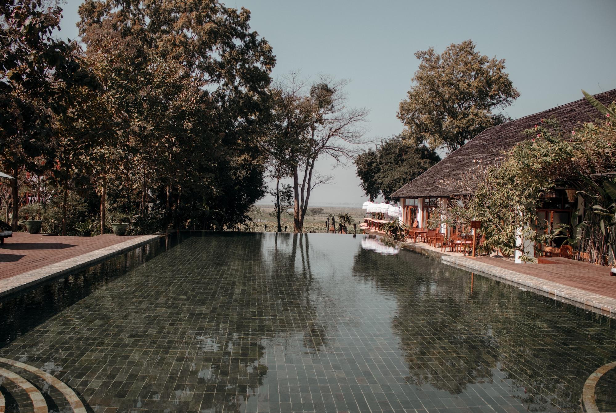 inle lake hotel pool