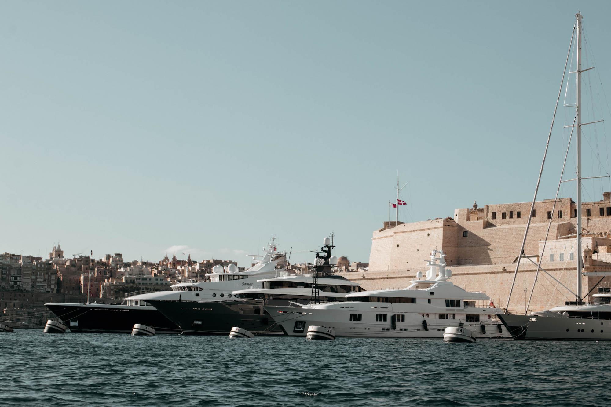 valletta hafen yacht
