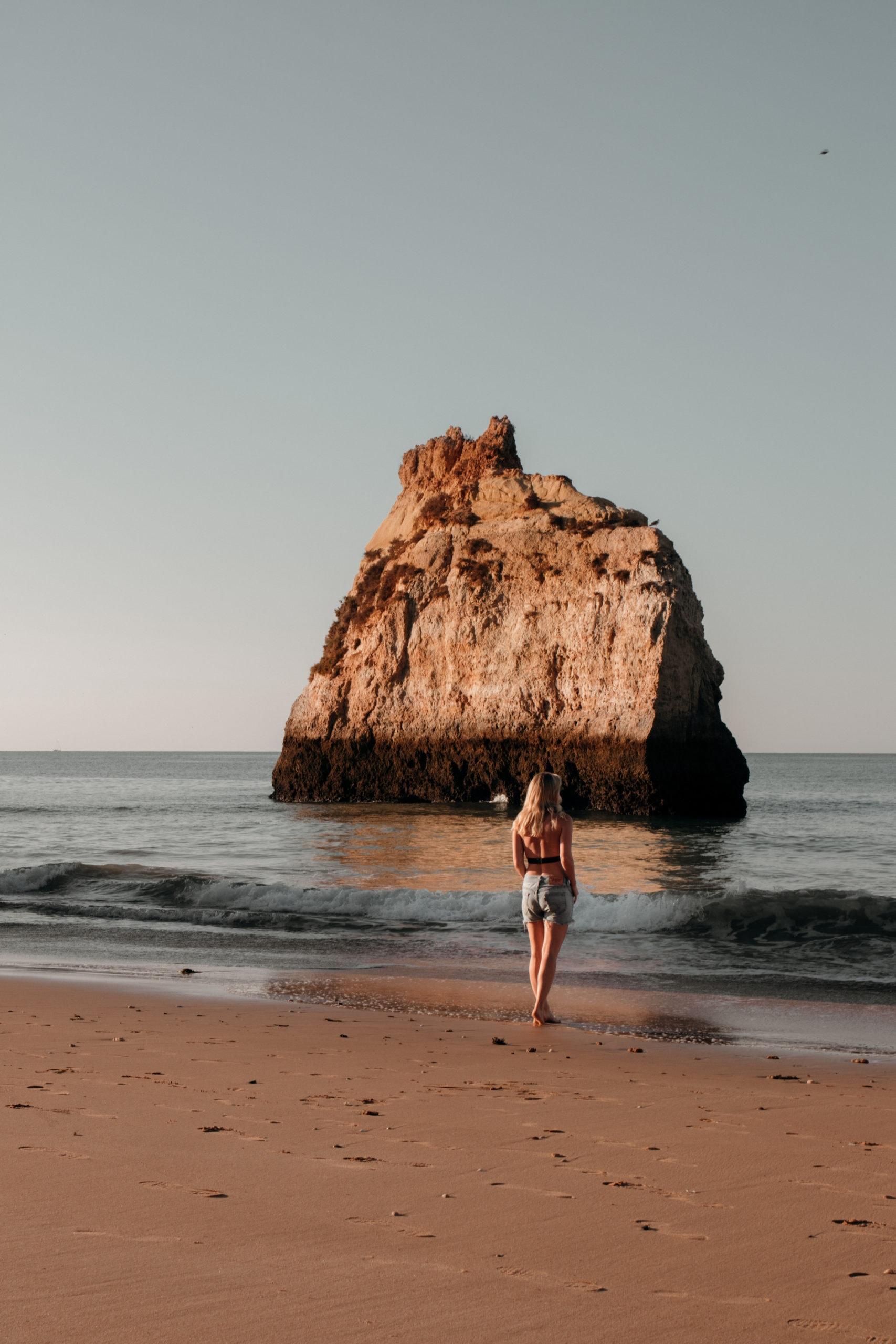 praia dos três irmãos algarve