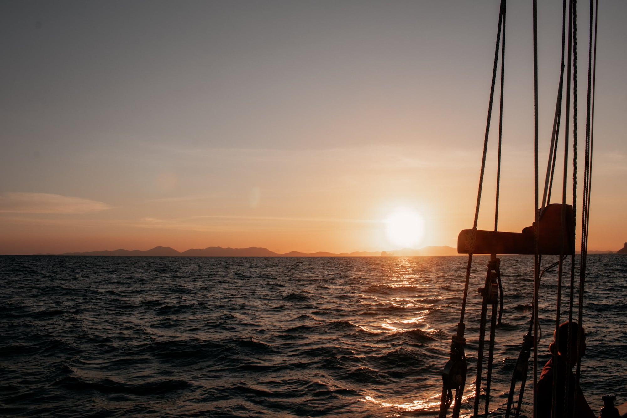 sunset törn segelschiff thailand